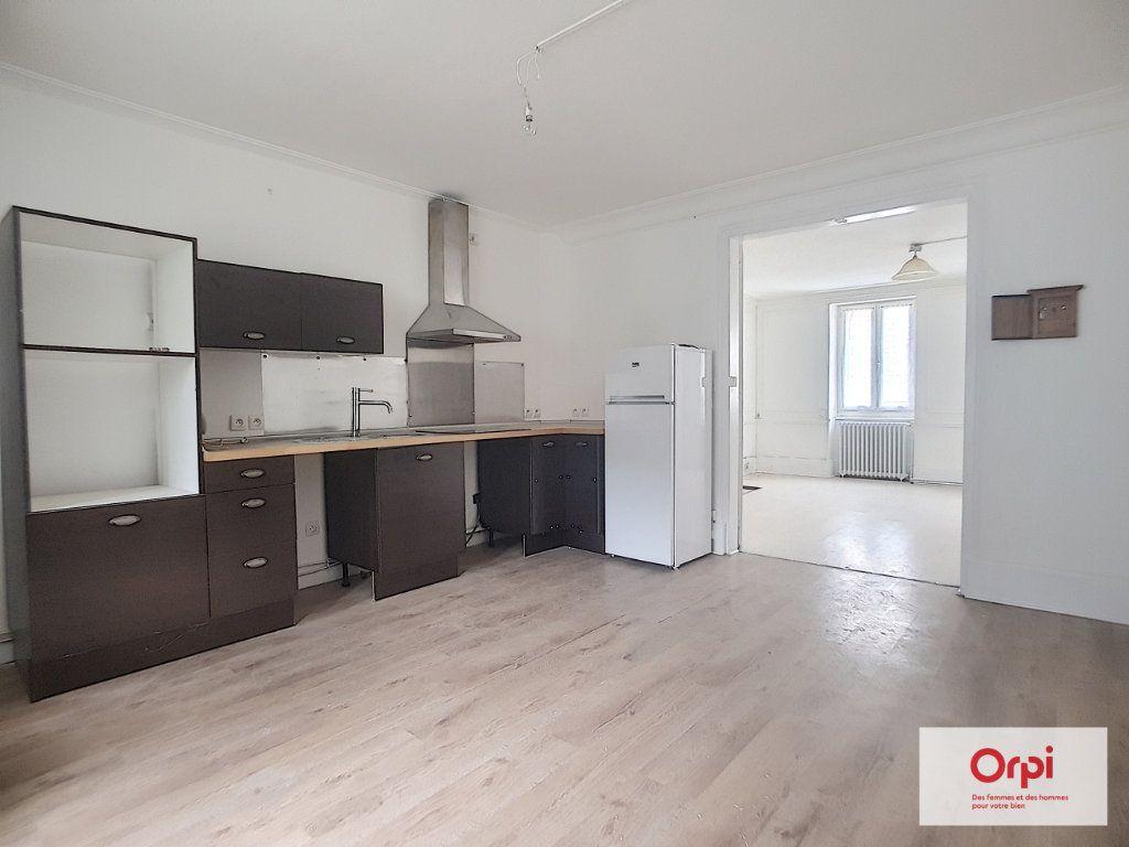 Appartement à louer 1 42m2 à Néris-les-Bains vignette-2