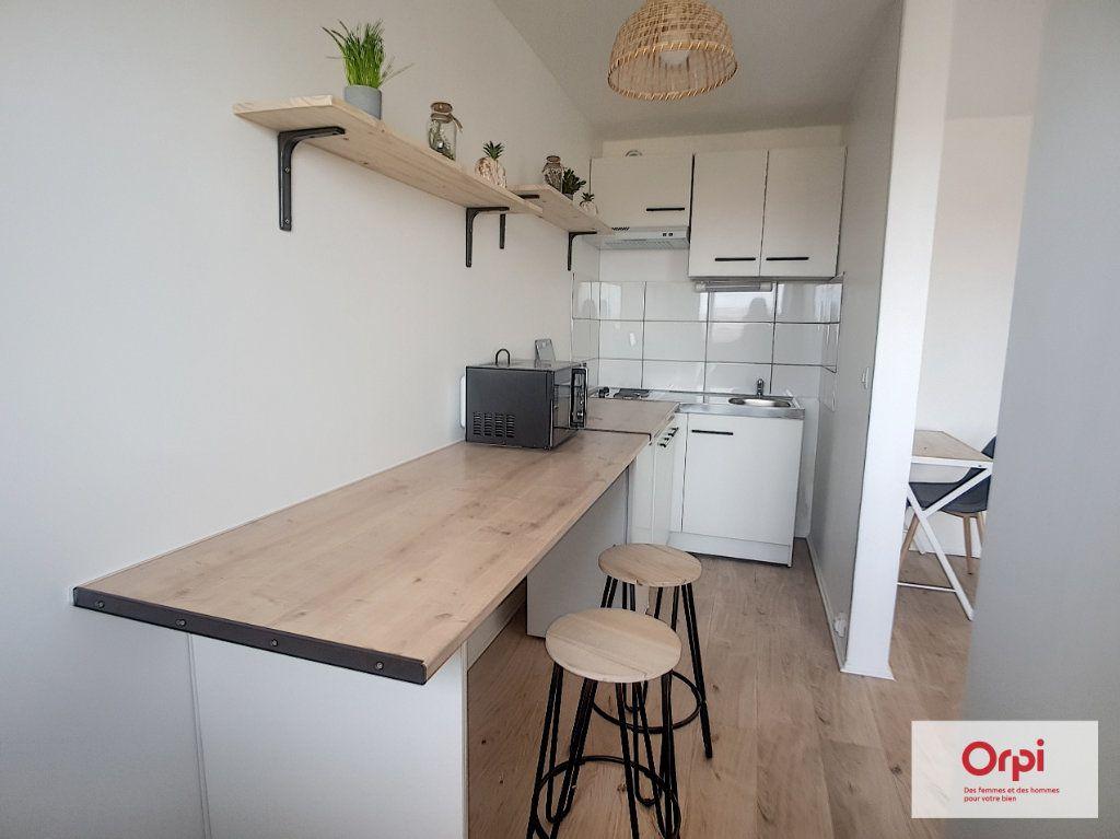 Appartement à louer 1 30m2 à Montluçon vignette-1