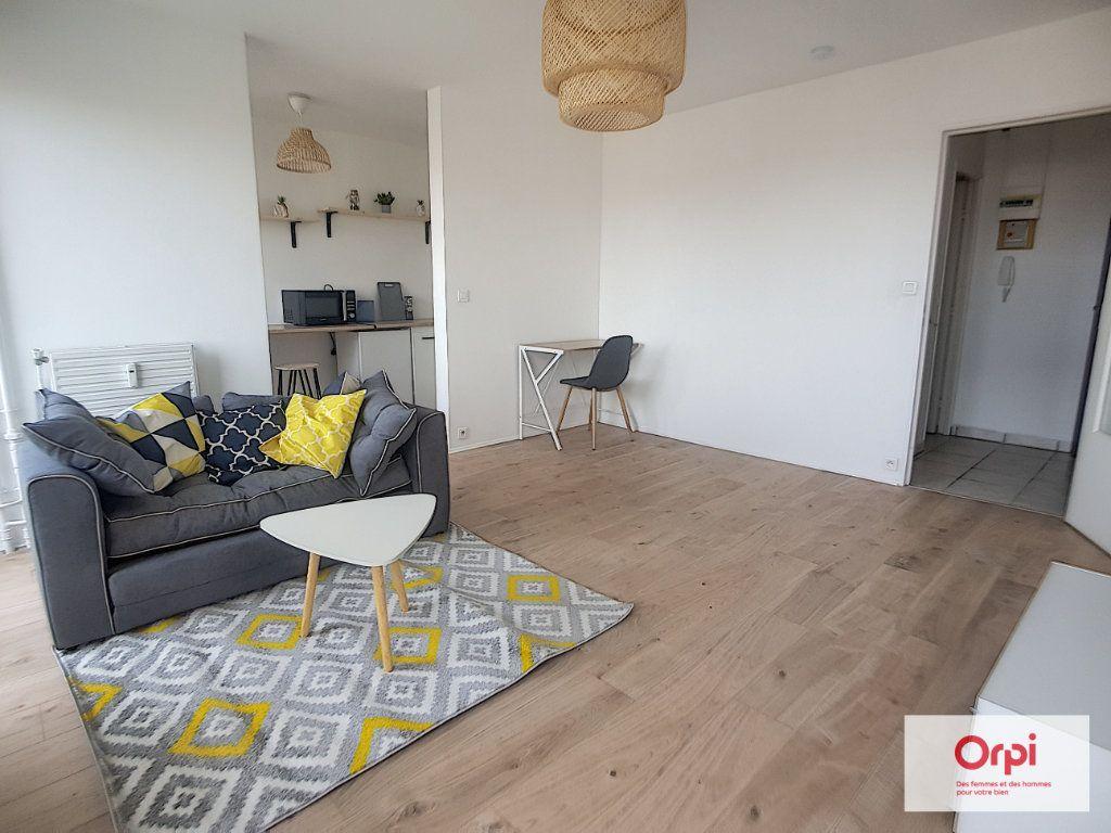 Appartement à louer 1 30m2 à Montluçon vignette-3
