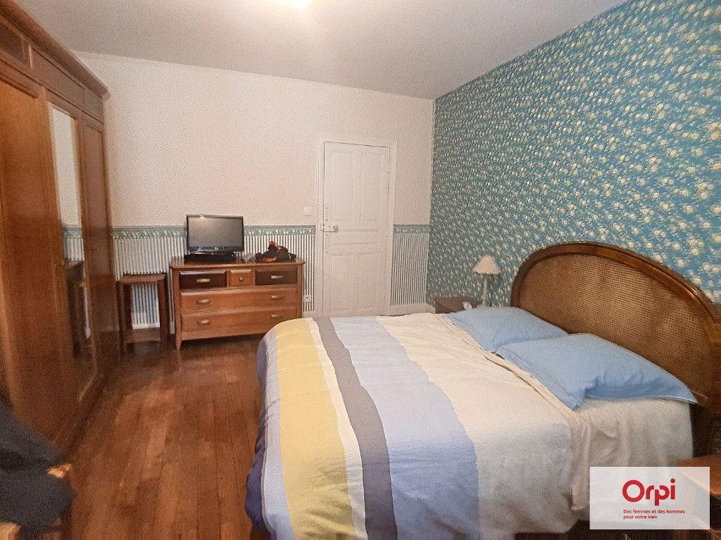 Maison à louer 5 130m2 à Deux-Chaises vignette-5