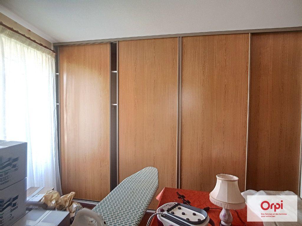 Maison à louer 5 130m2 à Deux-Chaises vignette-6