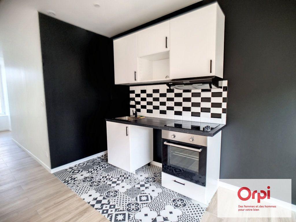 Appartement à louer 2 41.5m2 à Montluçon vignette-1