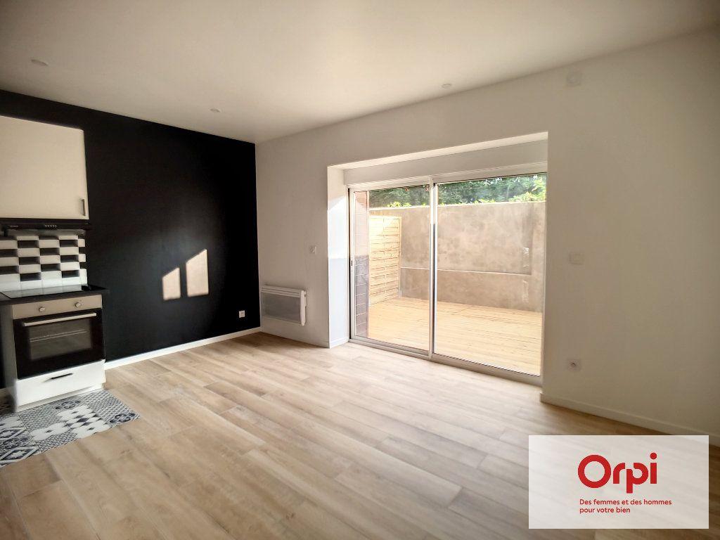 Appartement à louer 2 41.5m2 à Montluçon vignette-2