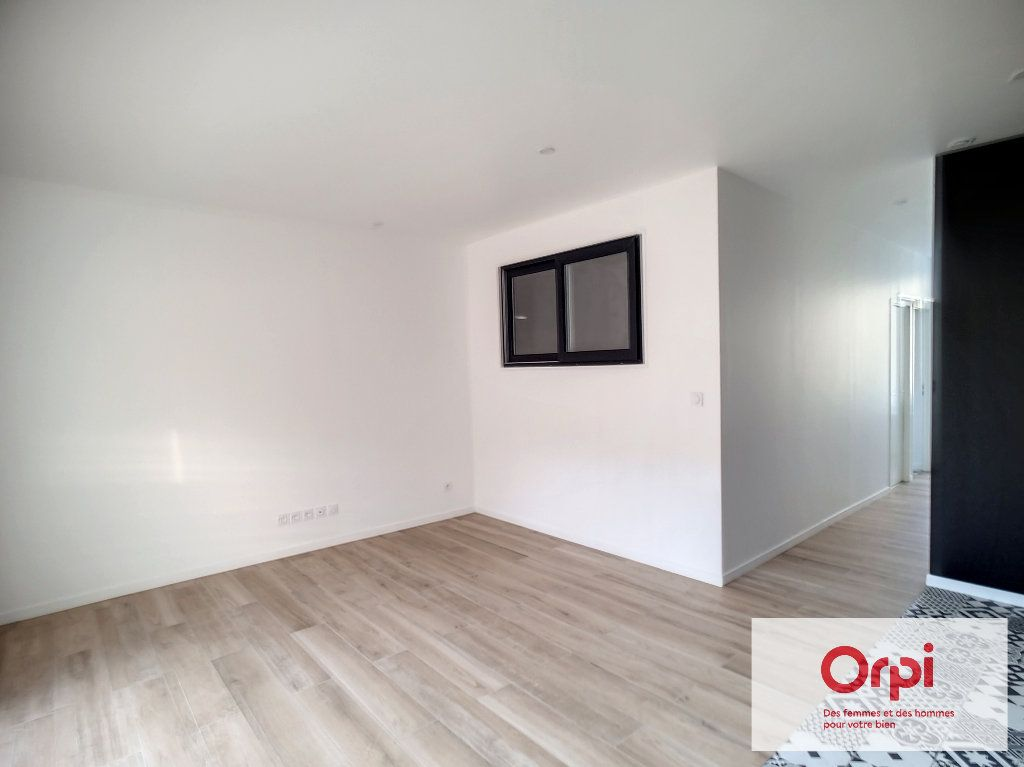 Appartement à louer 2 41.5m2 à Montluçon vignette-4