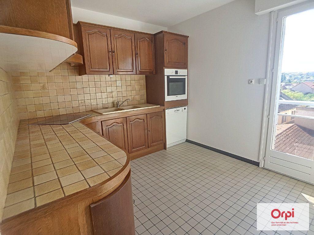 Appartement à louer 2 65m2 à Montluçon vignette-1