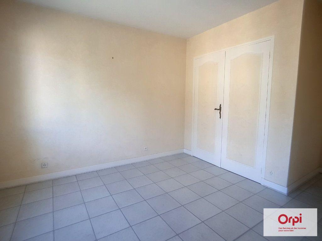 Appartement à louer 2 65m2 à Montluçon vignette-4