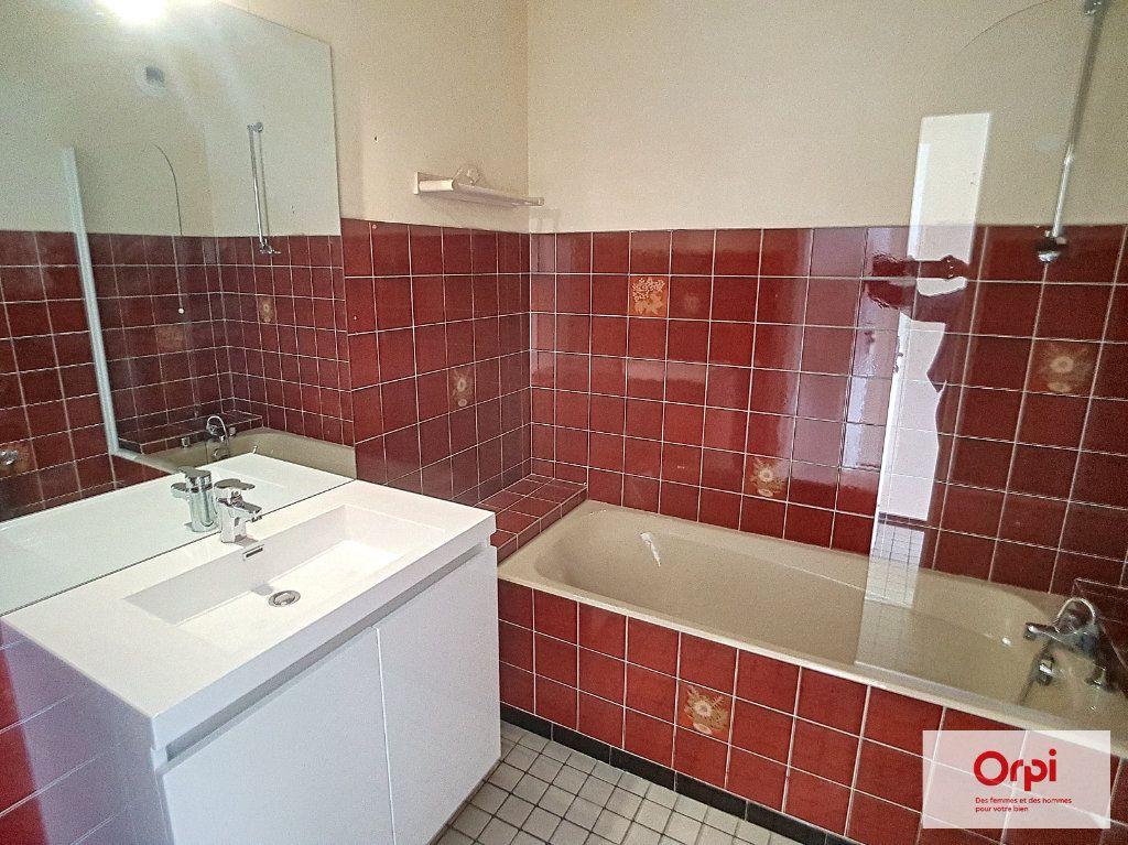 Appartement à louer 2 65m2 à Montluçon vignette-6