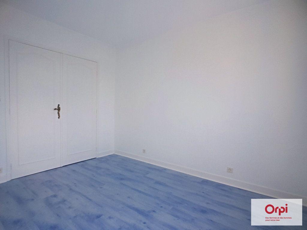 Appartement à louer 2 65m2 à Montluçon vignette-7