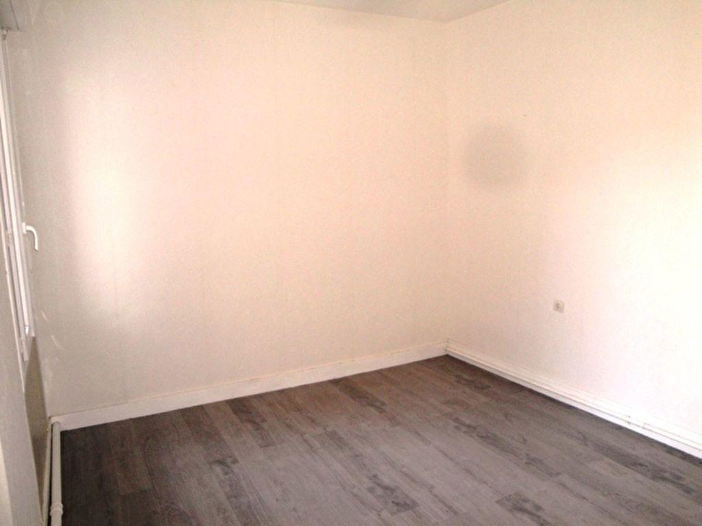 Maison à louer 3 59m2 à Toury vignette-3