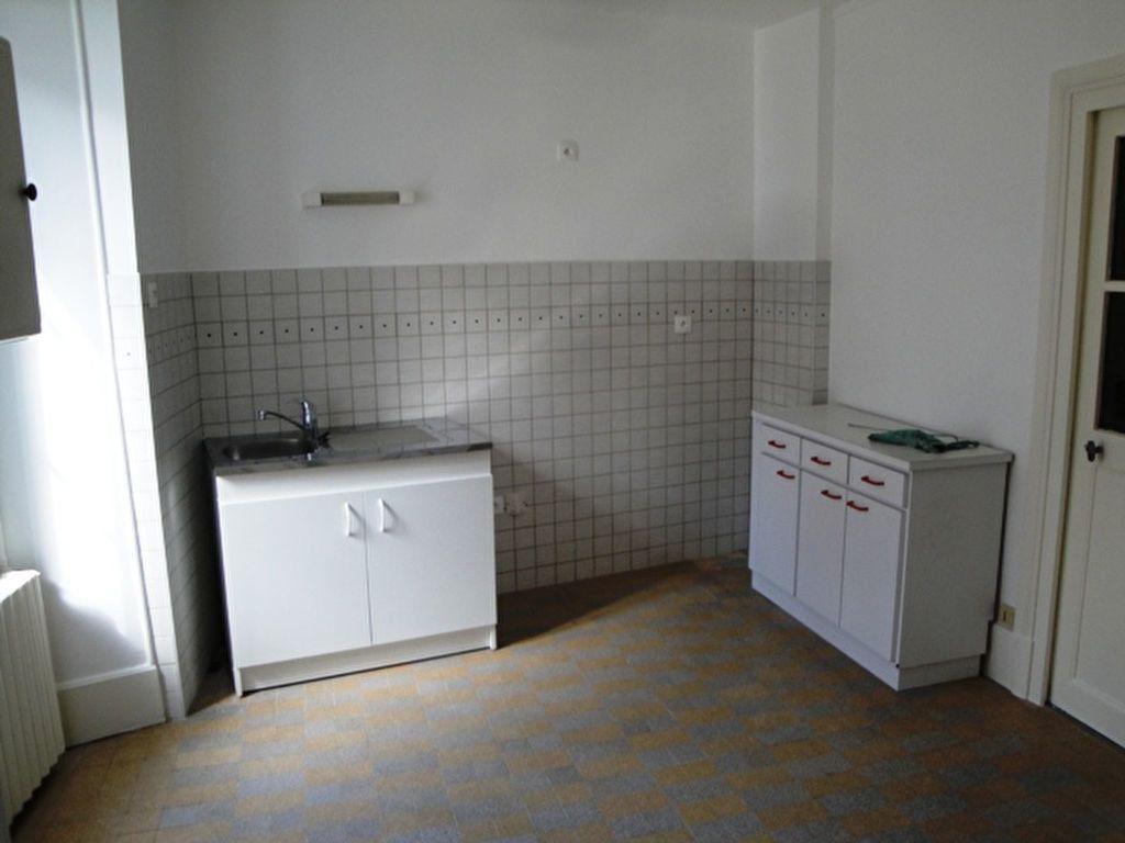 Maison à louer 3 59m2 à Toury vignette-4