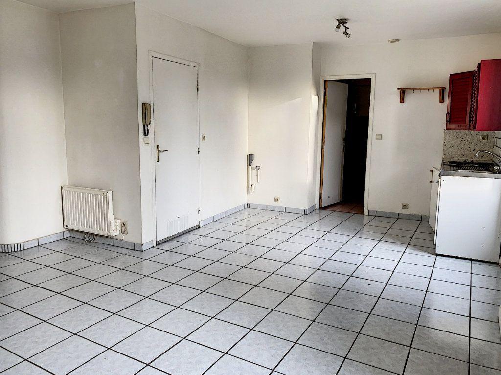 Appartement à louer 2 51.28m2 à Toury vignette-2