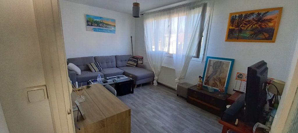 Maison à louer 2 42m2 à Saint-Denis-de-l'Hôtel vignette-2