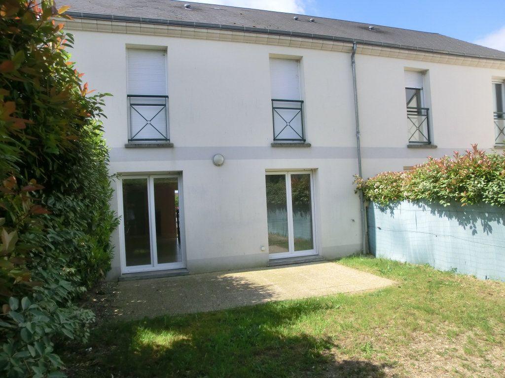 Maison à vendre 5 98m2 à Saint-Denis-de-l'Hôtel vignette-1