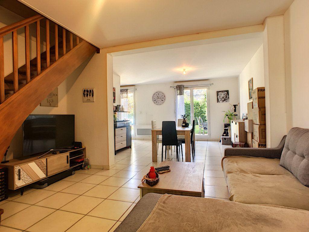 Maison à vendre 5 98m2 à Saint-Denis-de-l'Hôtel vignette-2