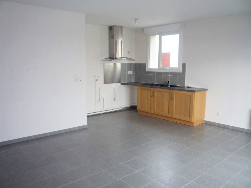 Appartement à louer 2 58.4m2 à Semoy vignette-2