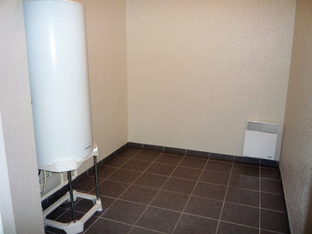 Appartement à louer 2 58.4m2 à Semoy vignette-8