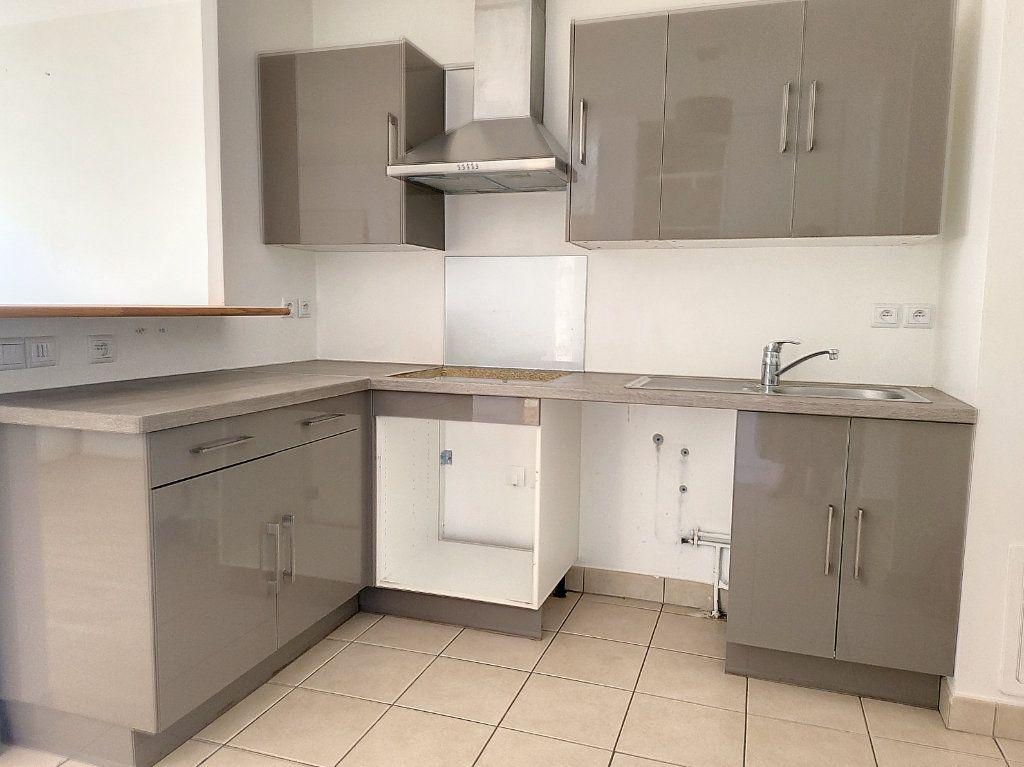 Appartement à louer 2 49m2 à Montargis vignette-2