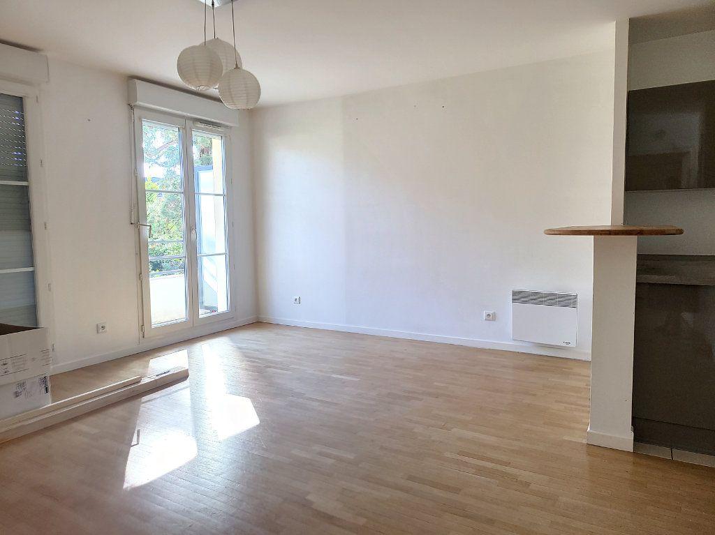 Appartement à louer 2 49m2 à Montargis vignette-3