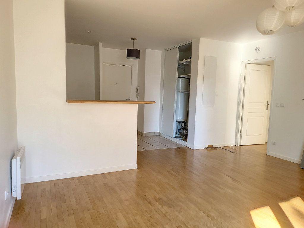 Appartement à louer 2 49m2 à Montargis vignette-4