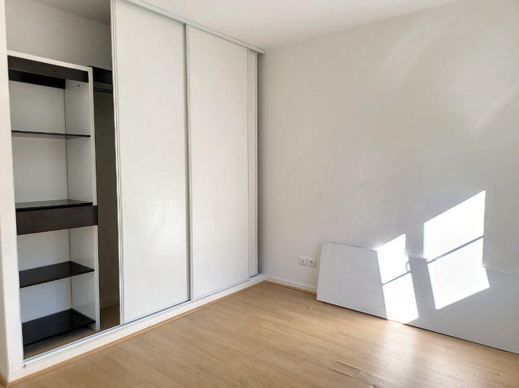 Appartement à louer 2 49m2 à Montargis vignette-5