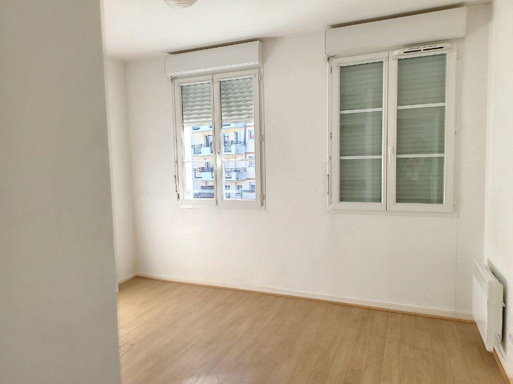 Appartement à louer 2 49m2 à Montargis vignette-6