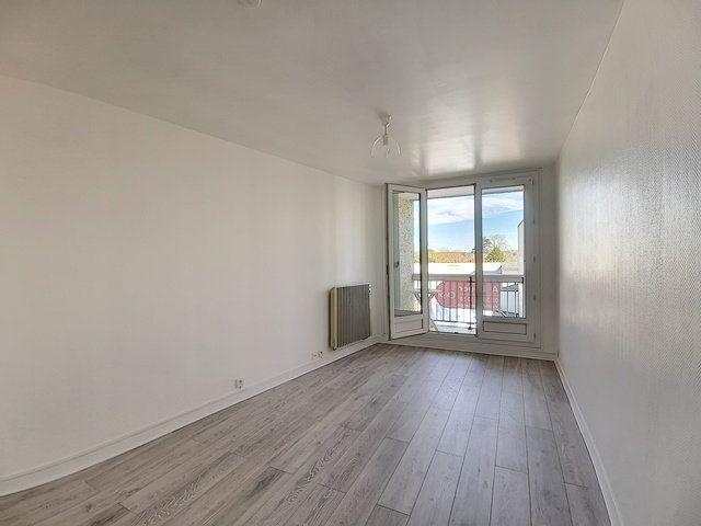 Appartement à louer 1 23.66m2 à Montargis vignette-1