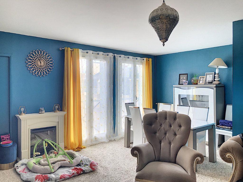 Appartement à louer 3 88m2 à Montargis vignette-1