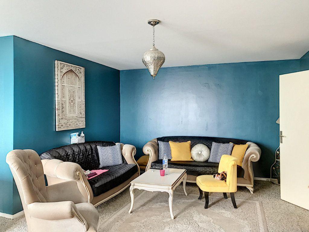 Appartement à louer 3 88m2 à Montargis vignette-2