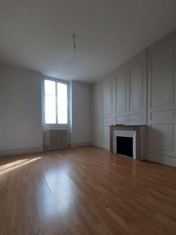 Appartement à louer 4 97.57m2 à Bazoches-les-Hautes vignette-3