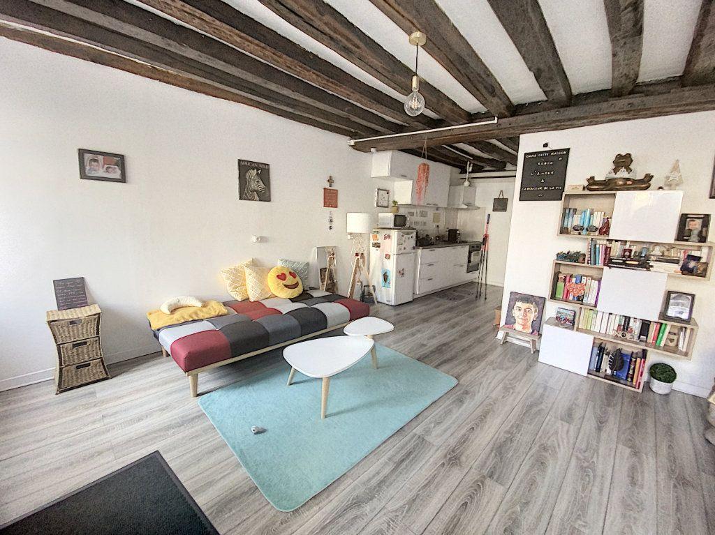 Appartement à louer 2 51.84m2 à Janville vignette-1