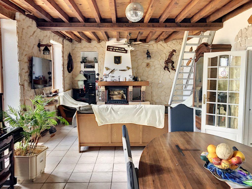 Maison à vendre 6 135m2 à Saint-Hilaire-sur-Puiseaux vignette-2