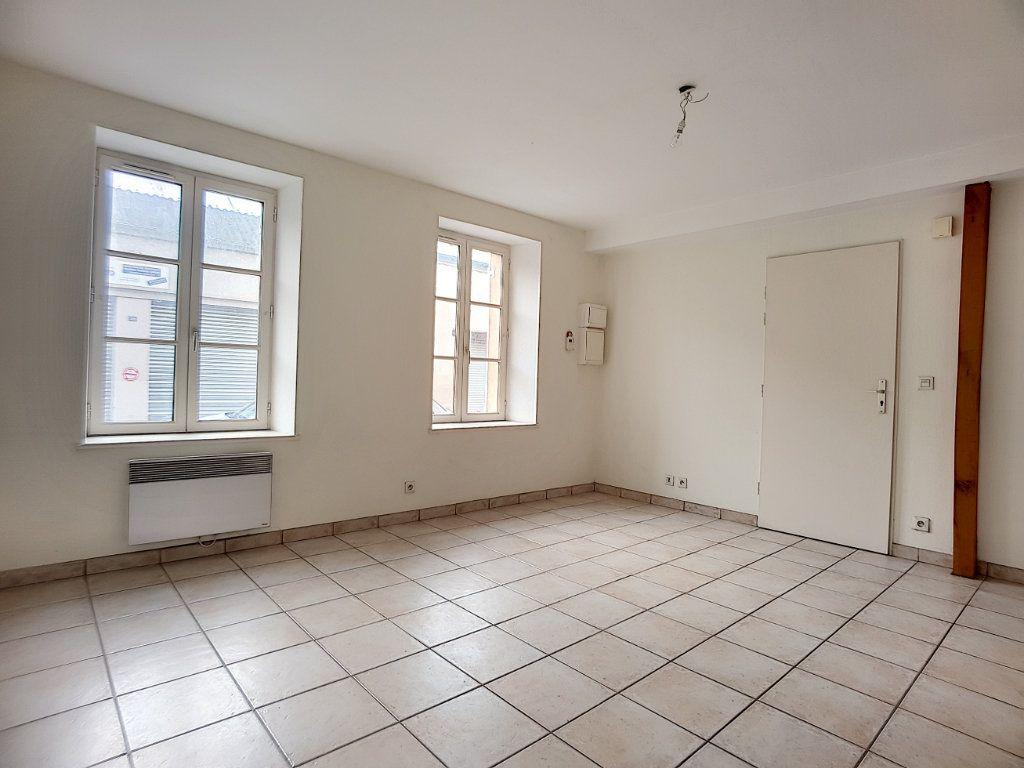 Appartement à louer 1 27.15m2 à Bellegarde vignette-1