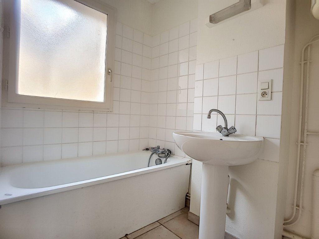 Appartement à louer 1 27.15m2 à Bellegarde vignette-4