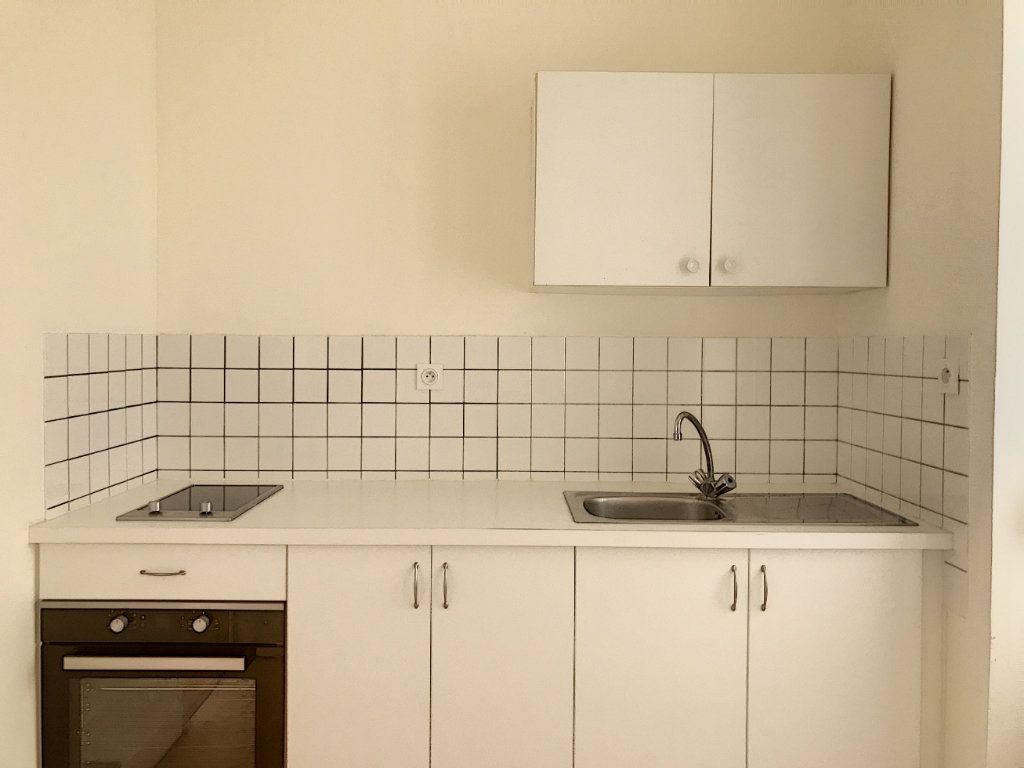 Appartement à louer 3 49.25m2 à Montargis vignette-2
