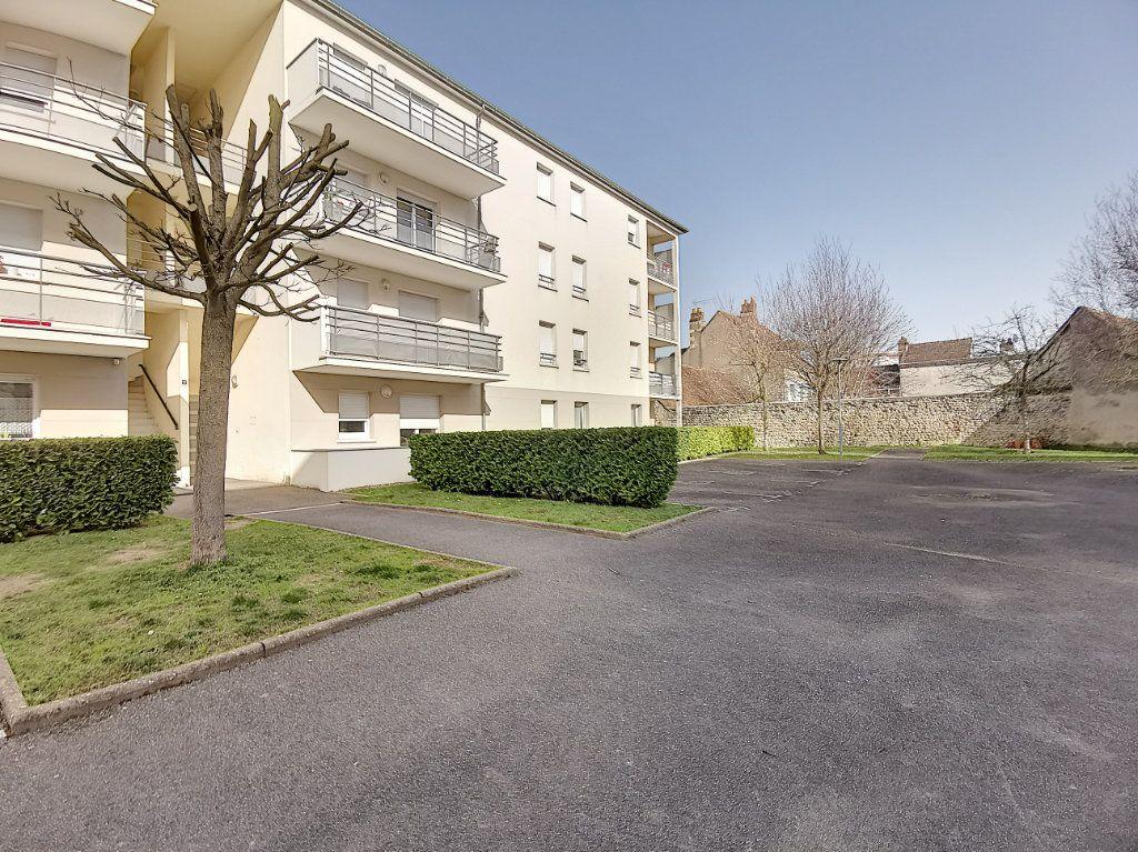 Appartement à louer 2 49.73m2 à Montargis vignette-2