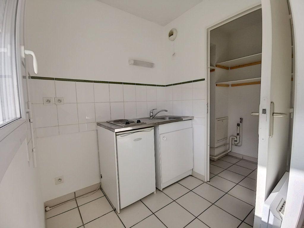 Appartement à louer 2 49.73m2 à Montargis vignette-6