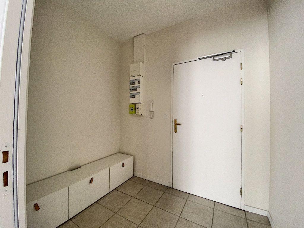 Appartement à louer 2 65.67m2 à Montargis vignette-8