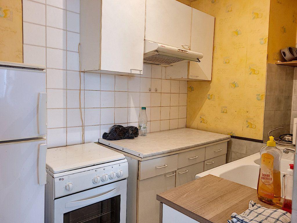 Appartement à louer 2 42.9m2 à Montargis vignette-4