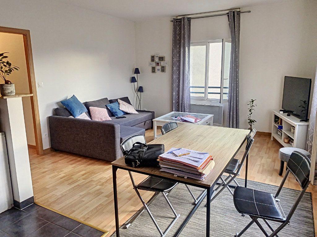Appartement à louer 2 50.52m2 à Montargis vignette-2