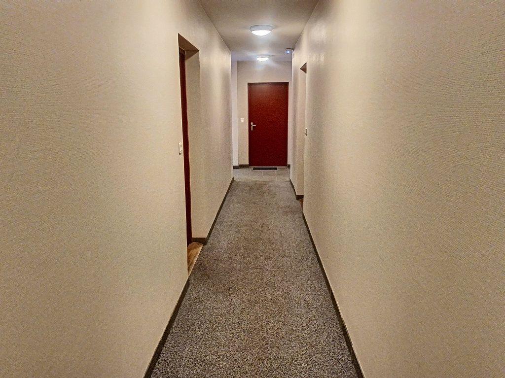 Appartement à louer 2 50.52m2 à Montargis vignette-9