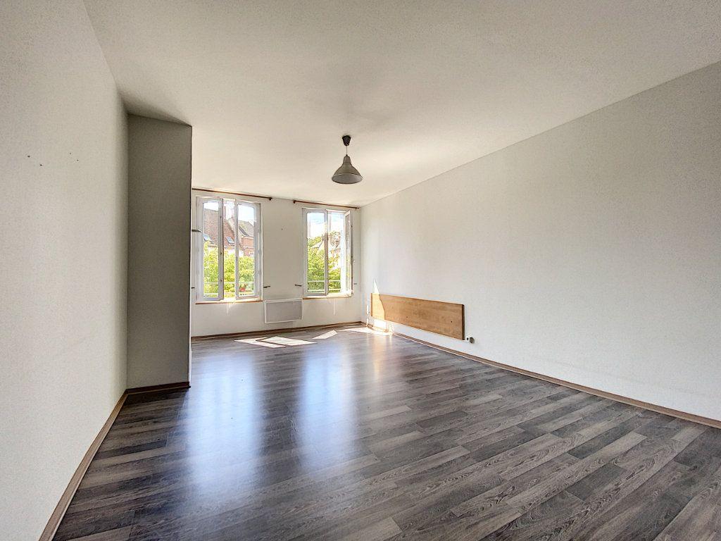 Appartement à louer 4 114m2 à Château-Renard vignette-3