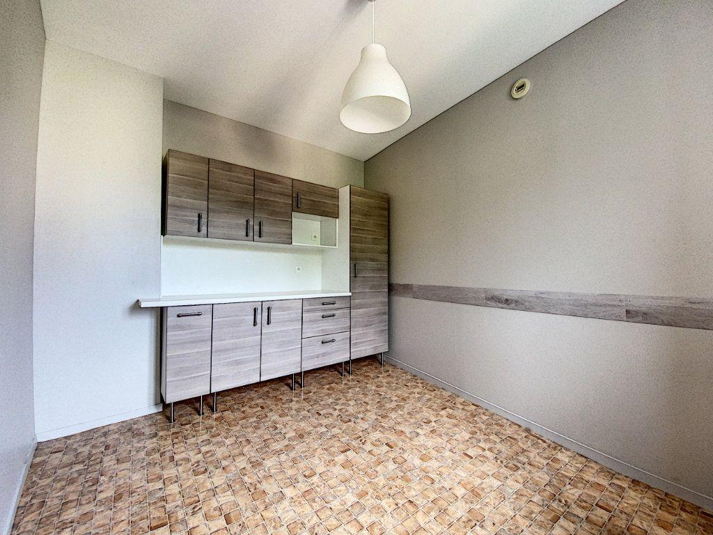 Appartement à louer 4 114m2 à Château-Renard vignette-5