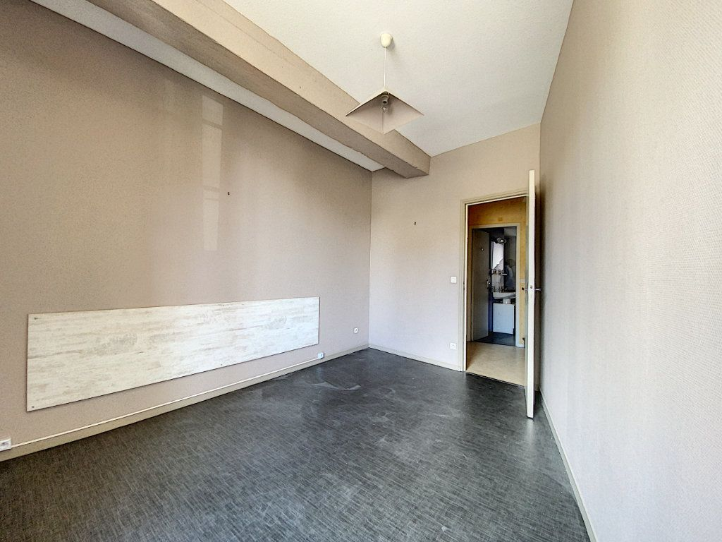 Appartement à louer 4 114m2 à Château-Renard vignette-6