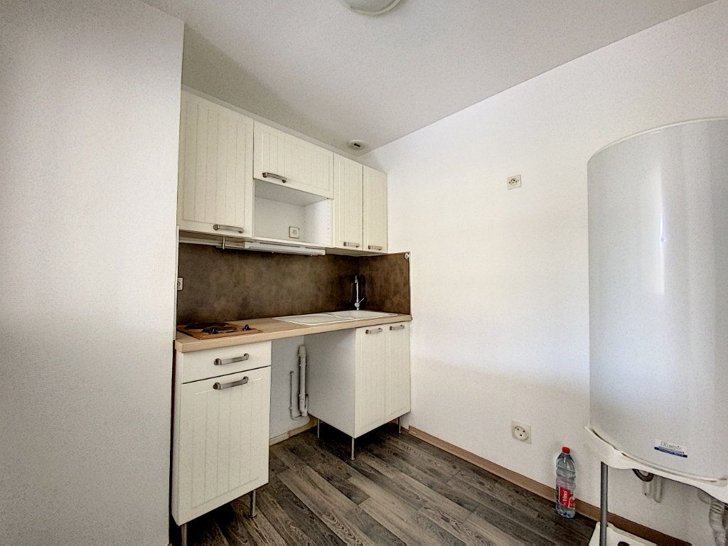 Appartement à louer 4 114m2 à Château-Renard vignette-11