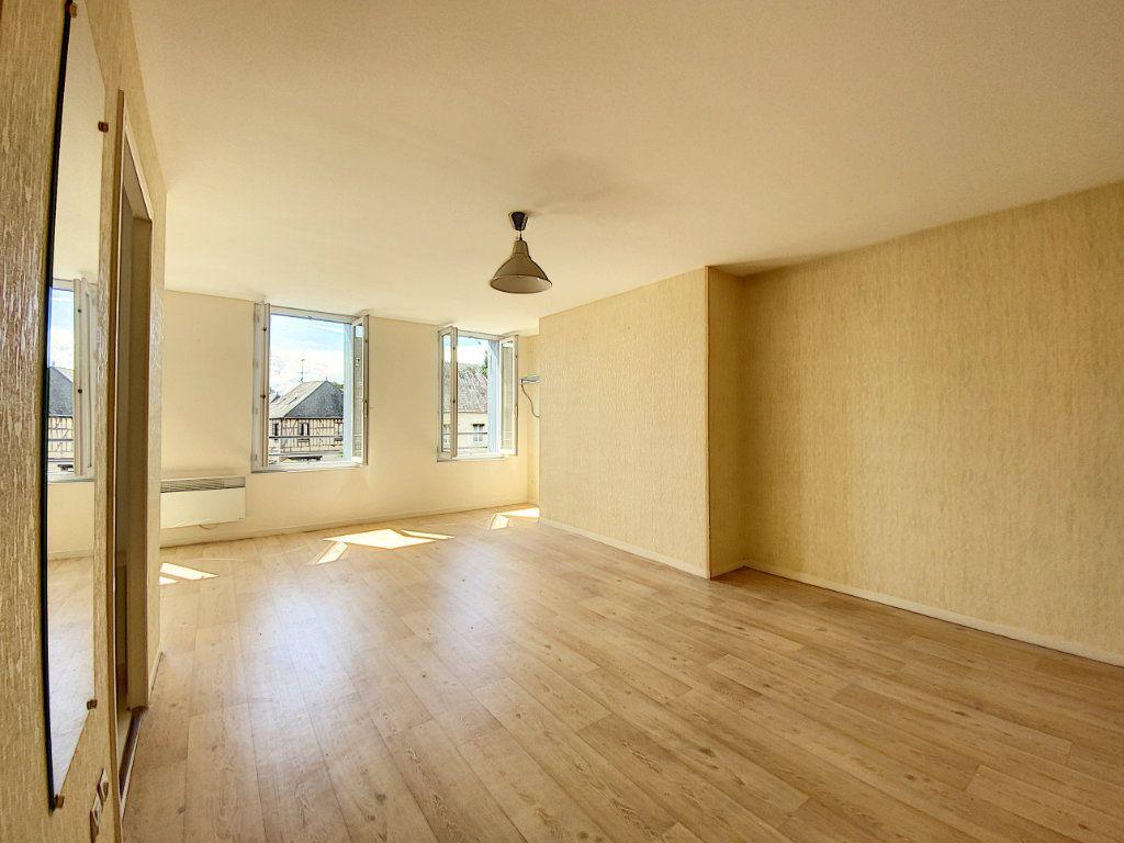 Appartement à louer 1 35m2 à Château-Renard vignette-1