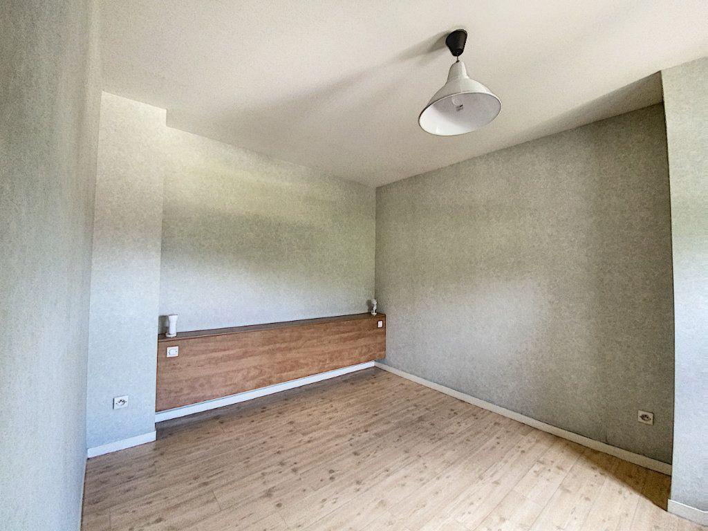 Appartement à louer 1 35m2 à Château-Renard vignette-4