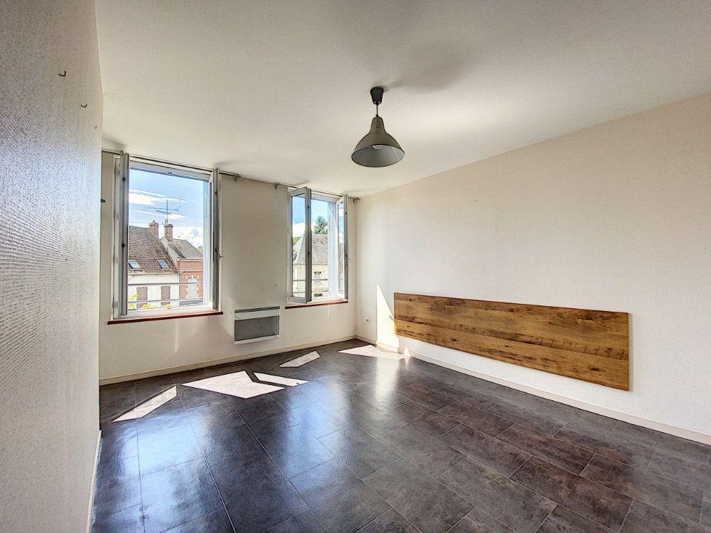 Appartement à louer 1 28m2 à Château-Renard vignette-2
