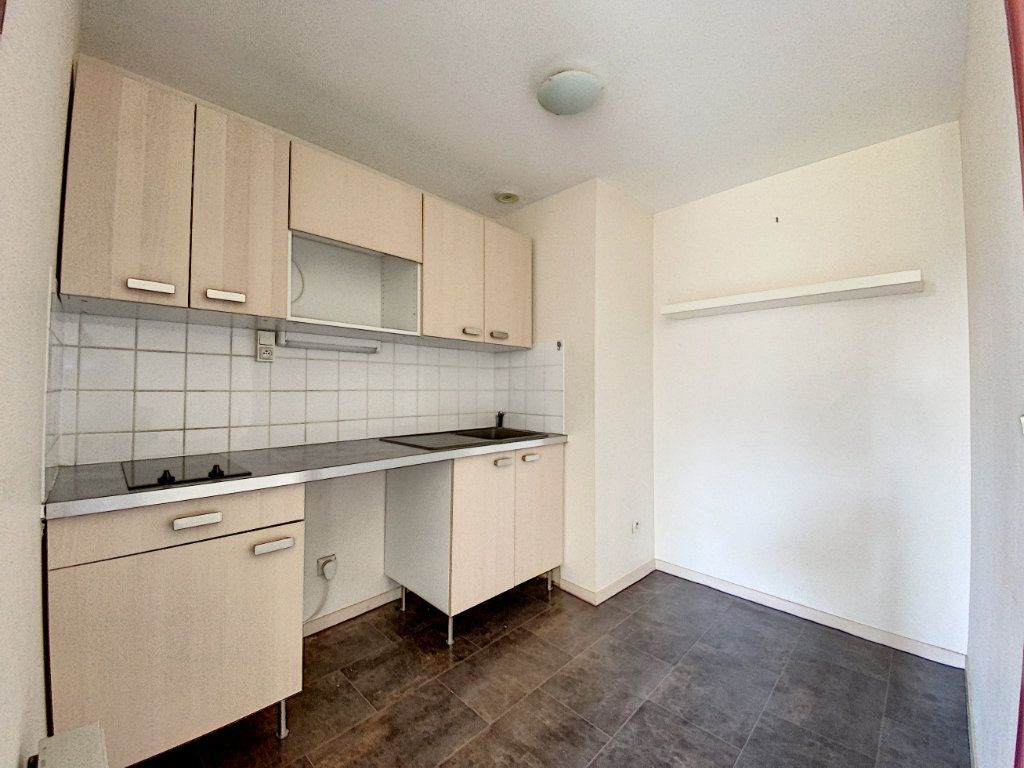 Appartement à louer 1 28m2 à Château-Renard vignette-3