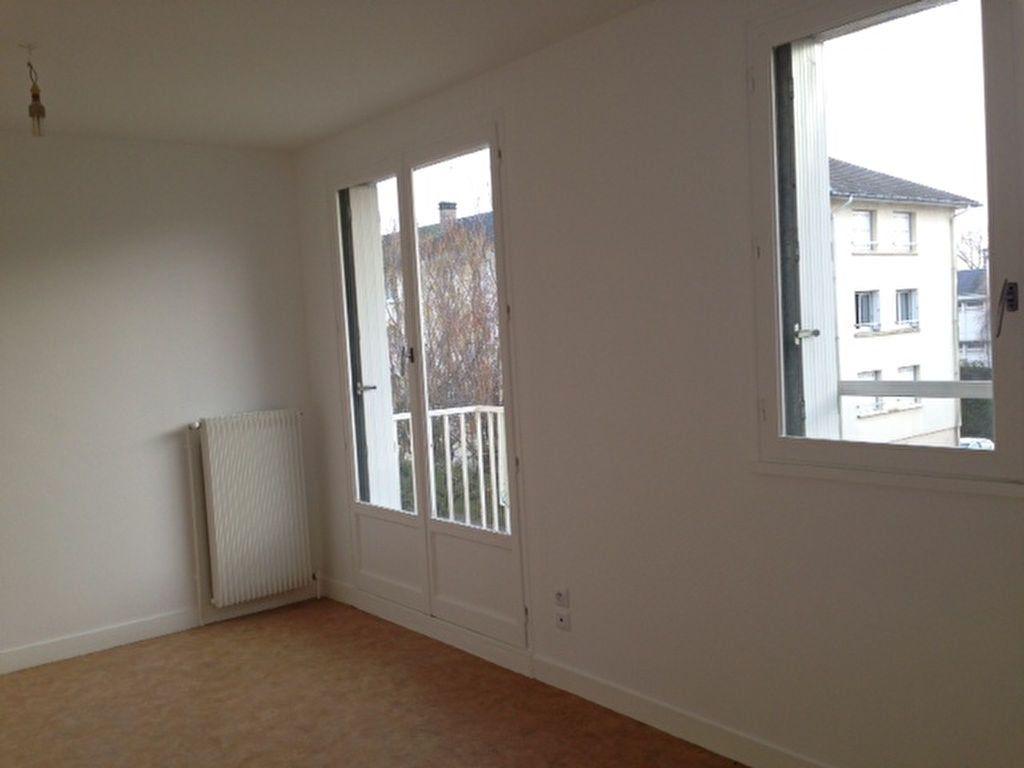 Appartement à louer 3 61.29m2 à Beaugency vignette-1