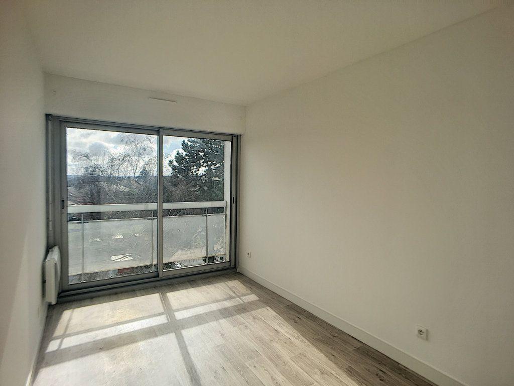 Appartement à louer 4 75.58m2 à Beaugency vignette-4